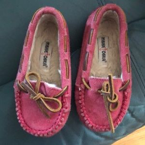 Minnetonka girls pink mok real and good cond sz 9